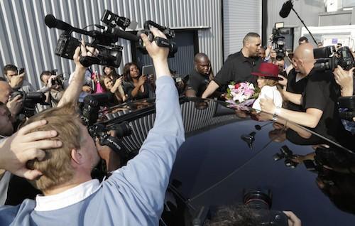 Photos : Nabilla : le drame loin derrière elle, la bimbo réussit son come back à Paris !