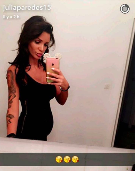 Nouveau baby-bump : Julia Paredes (Les Anges 7) vient d'annoncer sa grossesse !