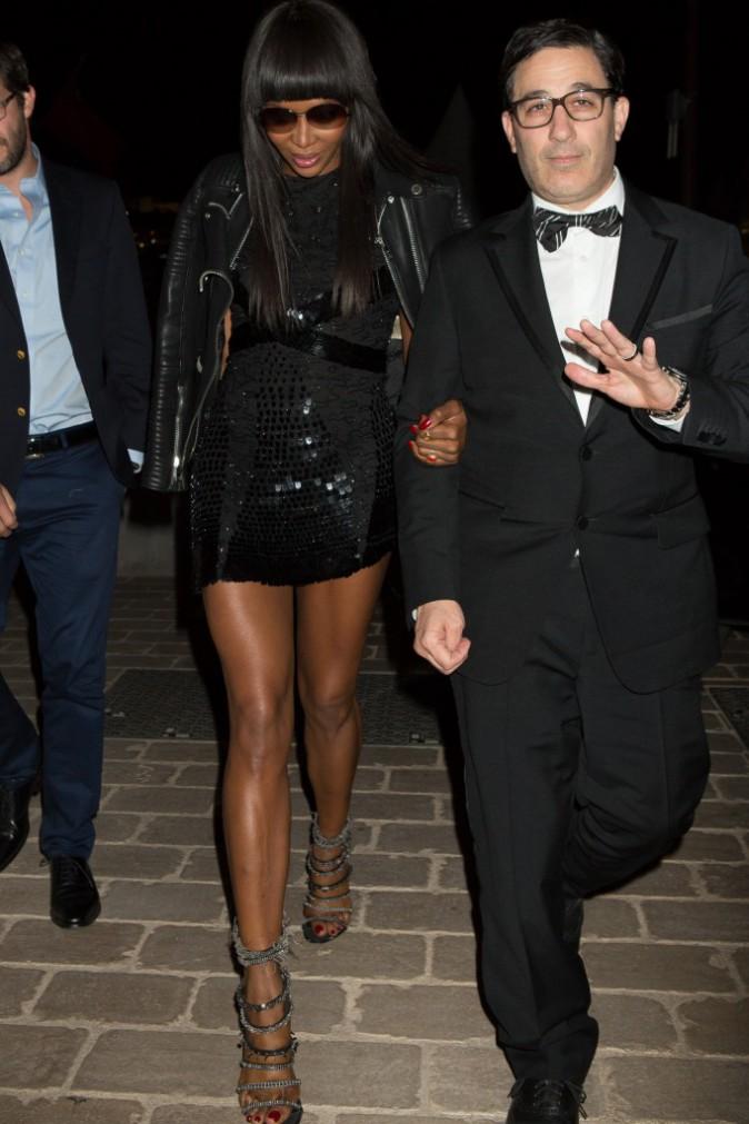Photos : Naomi Campbell : elle assure en petite robe noire sur la Croisette !