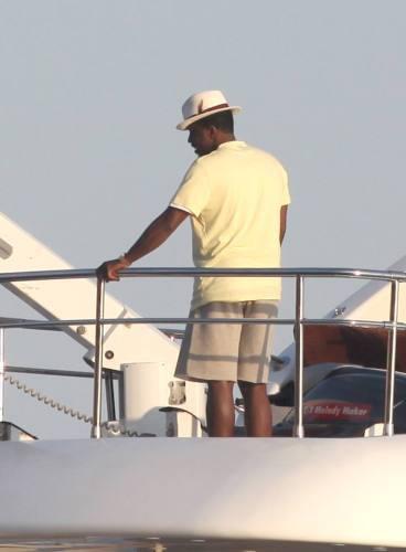 Photos: Naomi Campbell : séance bronzette avec Cassie sur le yacht de P.Diddy !