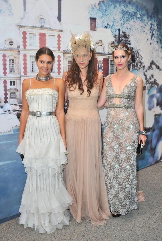 Margherita Missoni, Tatiana Santo Domingo et Eugenie Niarchos lors de la soirée White Fairy Tale Love Ball à Paris, le 6 juillet 2011.