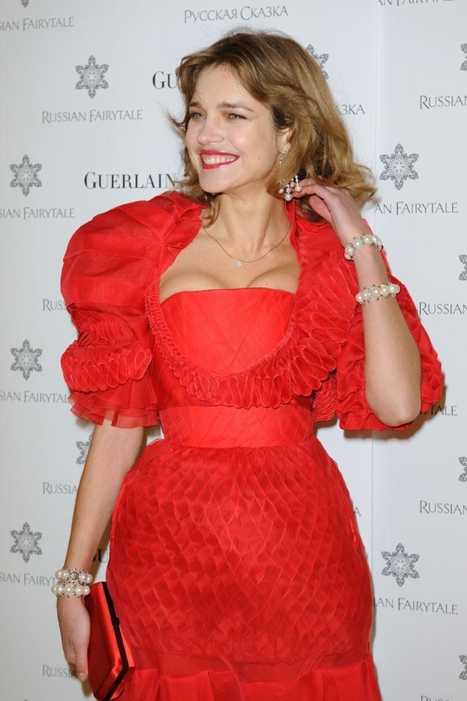 Natalia Vodianova lors de la présentation de sa collection de bijoux à Paris, le 15 décembre 2011.