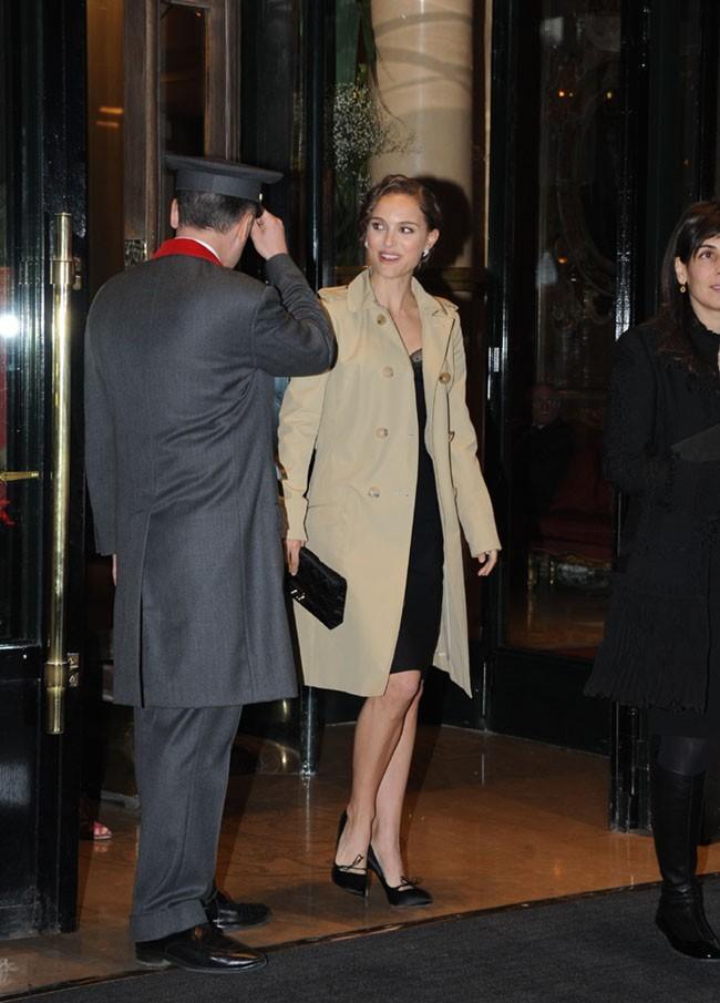 Natalie Portman hier soir à la sortie du Plaza Athénée