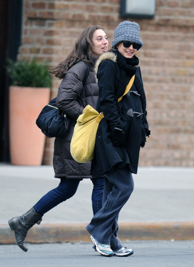 Natalie Portman en balade à New York avec une amie, le 9 février 2011.