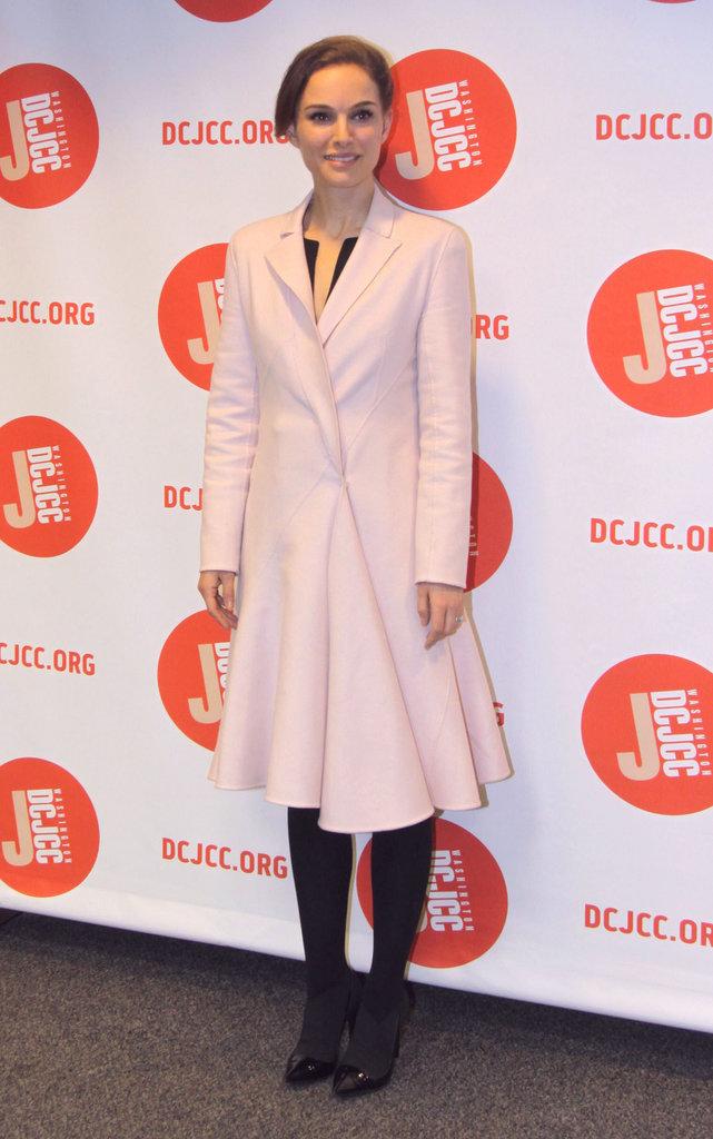 Natalie Portman était féminine et classe à la première de A Tale Of Love And Darkness