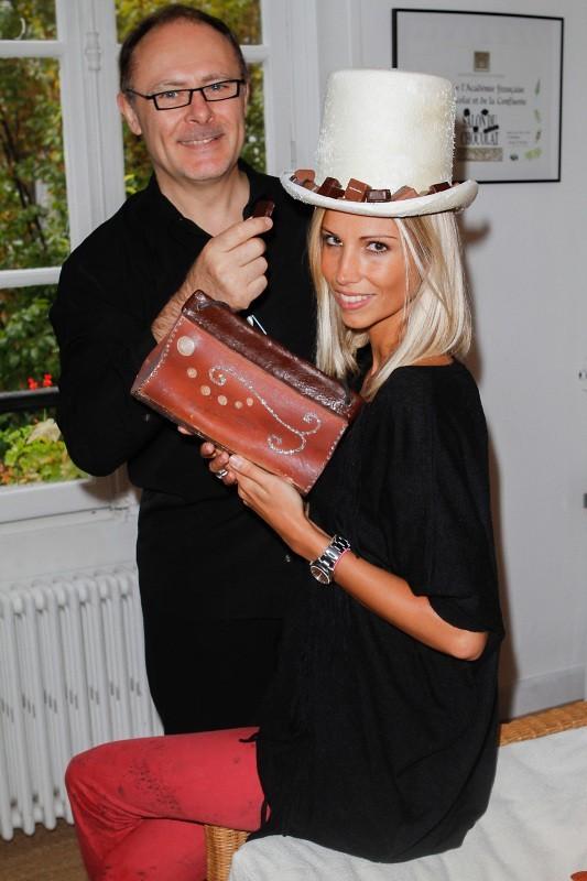 Alexandra Rosenfeld en plein séance d'essayage pour le Salon du Chocolat 2012.