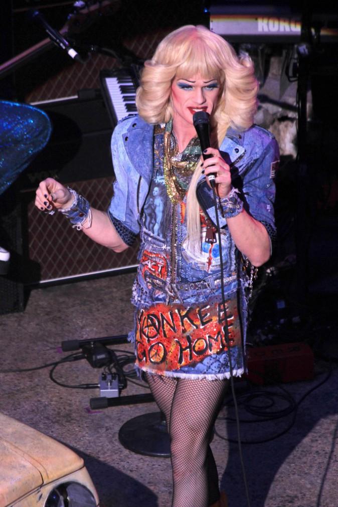 Photos : Neil Patrick Harris : Barney Stinson s'affiche méconnaissable en chanteuse rock transsexuelle !