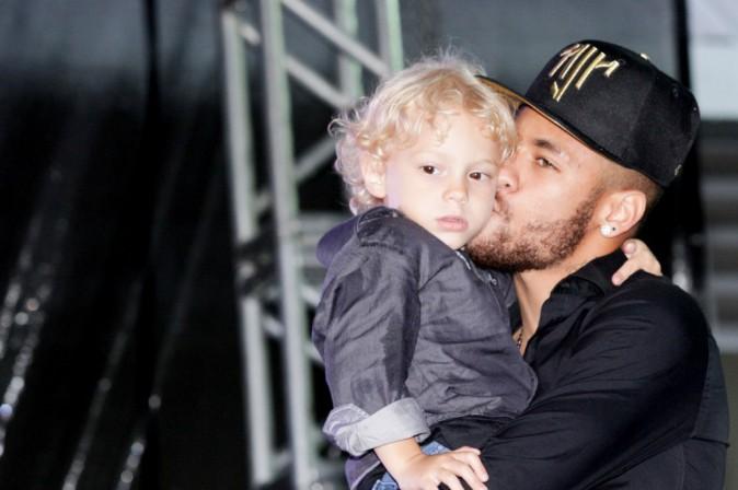Photos : Neymar : sportif véritablement engagé, papa toujours dévoué !
