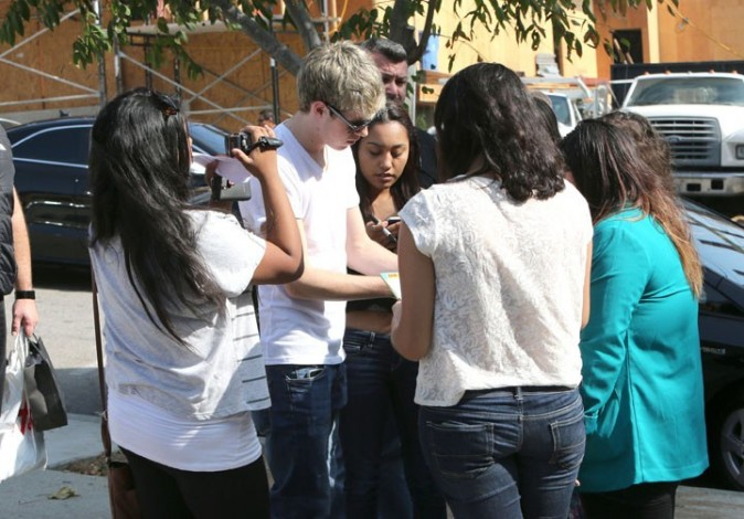 Niall Horan en session shopping dans la banlieue de Los Angeles, le 7 novembre 2012