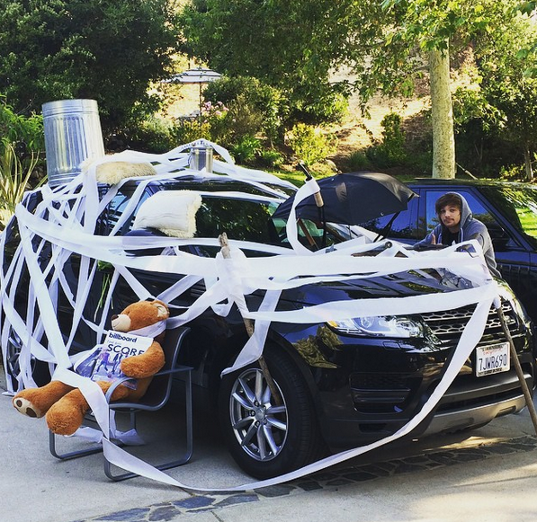 """Photos : Niall Horan (One Direction) : """"destruction"""" de sa voiture !"""