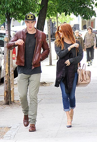 Nicholas Hoult et Riley Keough à New-York le 7 mai 2013