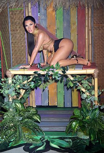 """Photos : Nicki Minaj : découvrez sa statue de cire en mode """"Anaconda"""" !"""