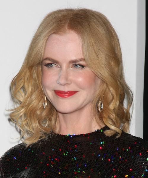 Photos : Nicole Kidman encore surprise le nez dans la poudre !