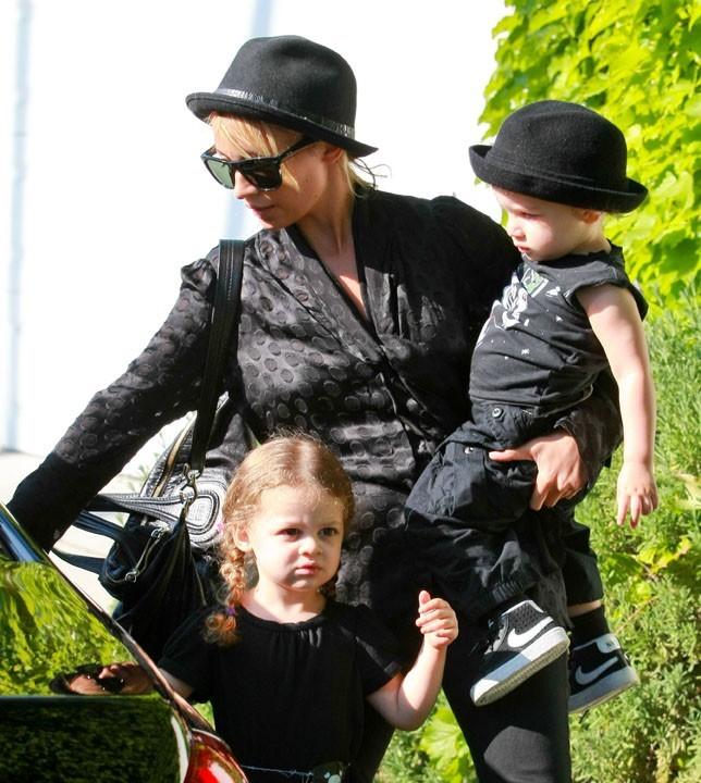 Nicole Richie impose son goût pour le noir à tout le monde... Même à ses enfants !