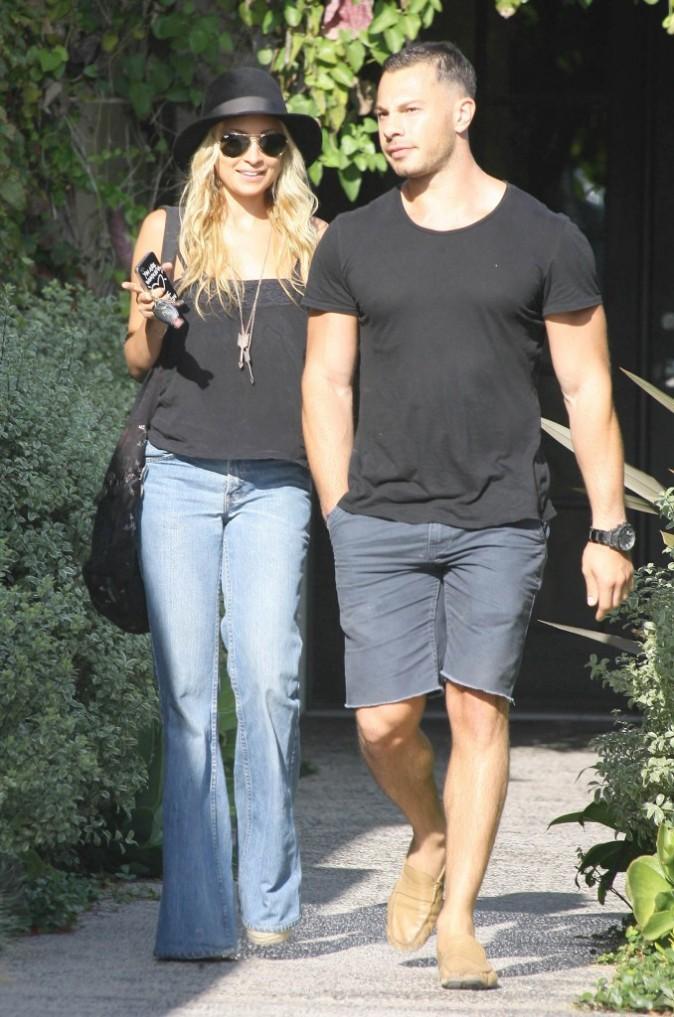 Nicole Richie et un ami à West Hollywood, le 28 juin 2011.