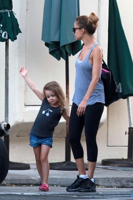 Nicole Richie et sa fille Harlow à West Hollywood, le 1er octobre 2012.