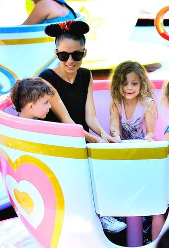 Nicole Richie et ses enfants à Anaheim le 20 juillet 2014