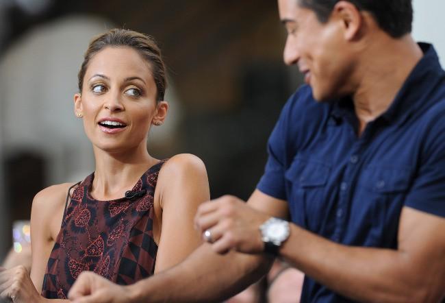 Nicole Richie et Mario Lopez dans l'émission Extra à Los Angeles, le 10 juillet 2013.