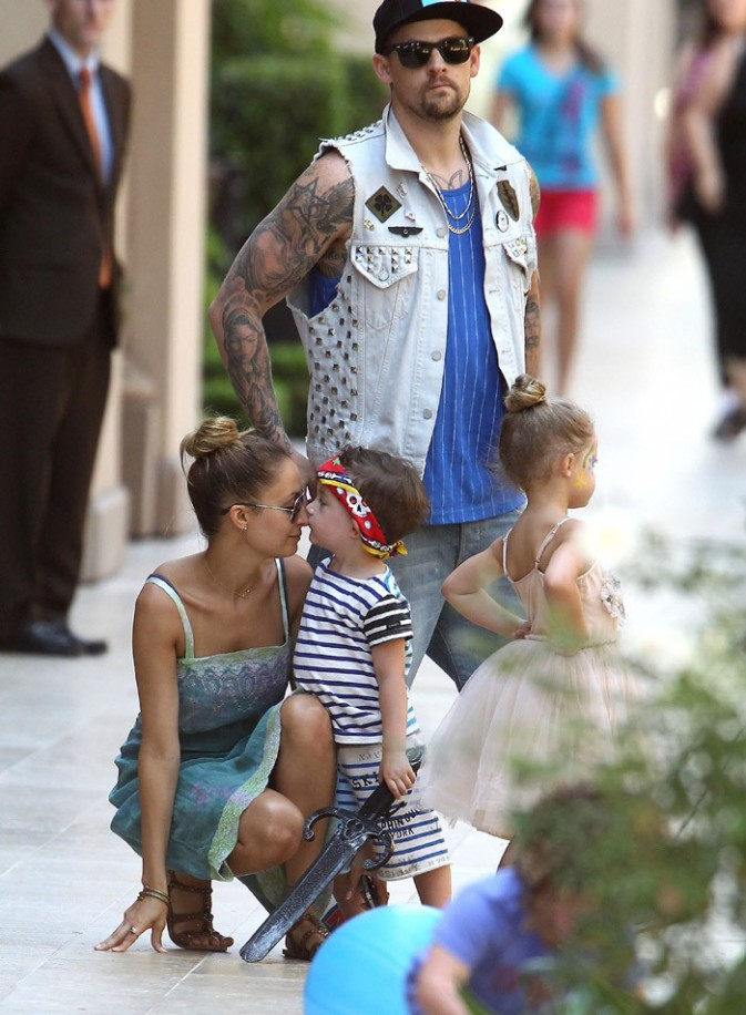Nicole Richie en famille pour un anniversaire à Beverly Hills le 19 août 2012