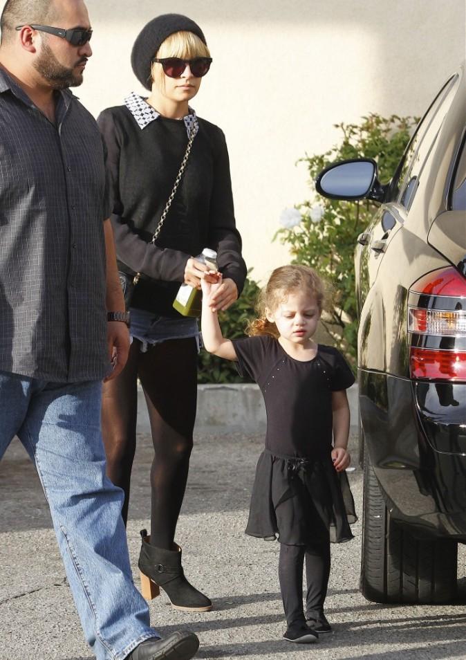 Nicole Richie et sa fille Harlow à Los Angeles, le 9 novembre 2011.