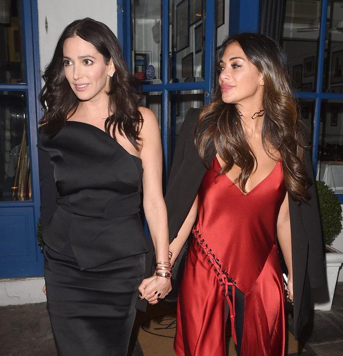 Nicole Scherzinger et une amie à la sortie de l'anniversaire de Simon Cowell à Londres