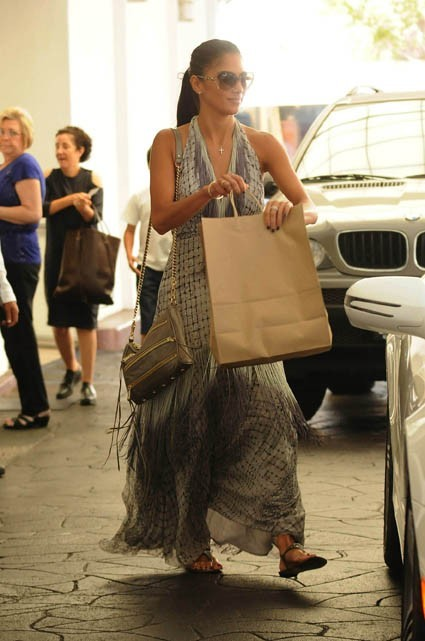 Nicole Scherzinger sortant du restaurant E. Baldi à Beverly Hills, le 16 août 2011.