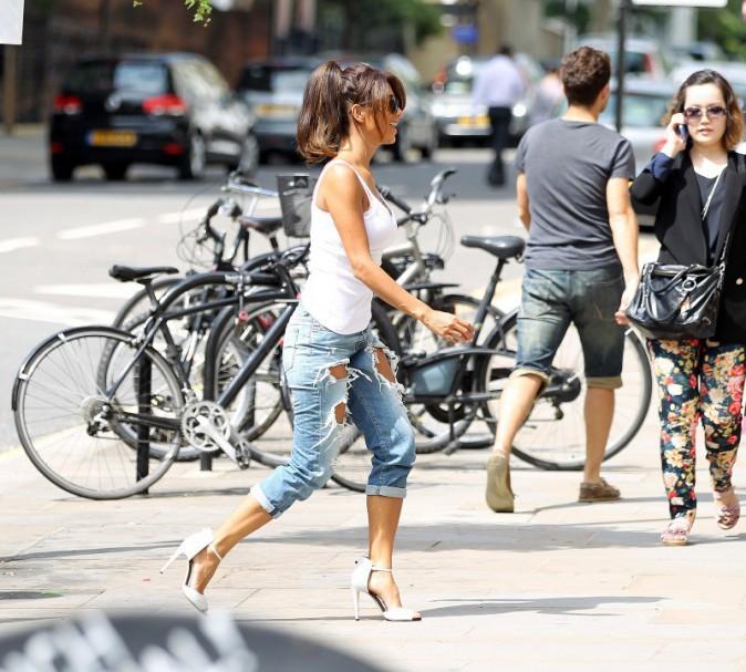 Nicole Scherzinger visite des appartements à Londres, le 8 août 2013.