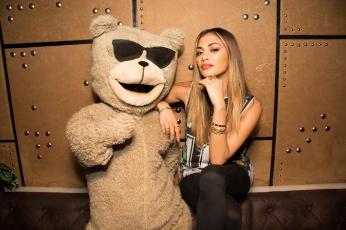 Nicole Scherzinger : Très bien entourée pour faire la fête en boite de nuit !