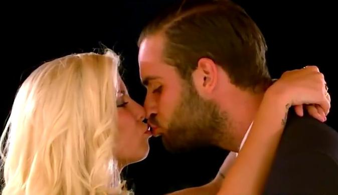 Photos : Nikola Lozina au lit avec Jessica des Marseillais... c'est chaud !