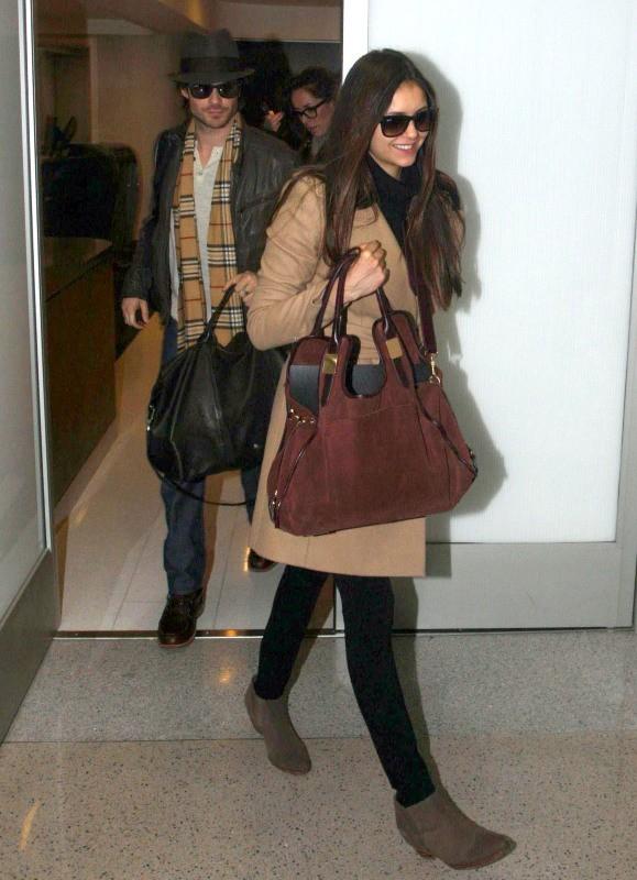Nina Dobrev et Ian Somerhalder à l'aéroport de Los Angeles, le 26 décembre 2012.
