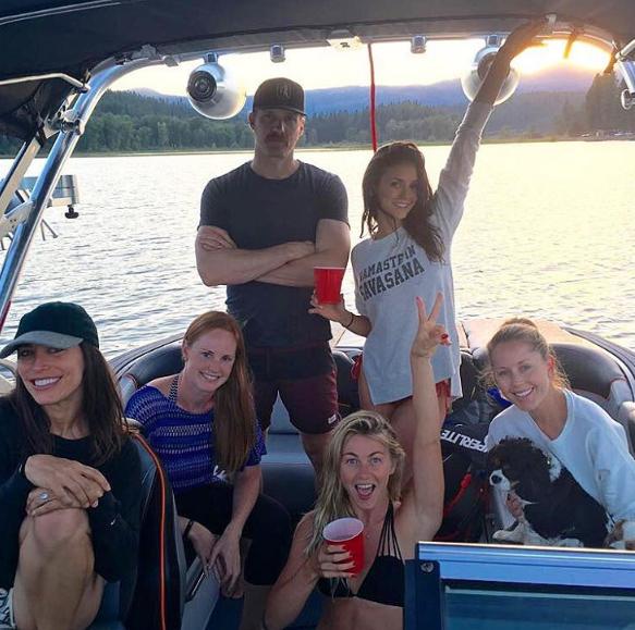 Photos : Nina Dobrev montre ses fesses sur Instagram !