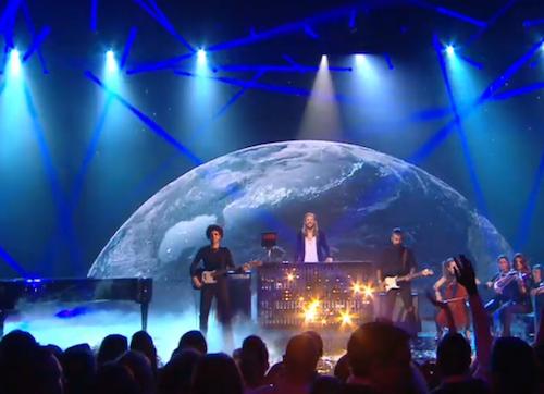 David Guetta et son tube Dangerous sur la scène desNMA