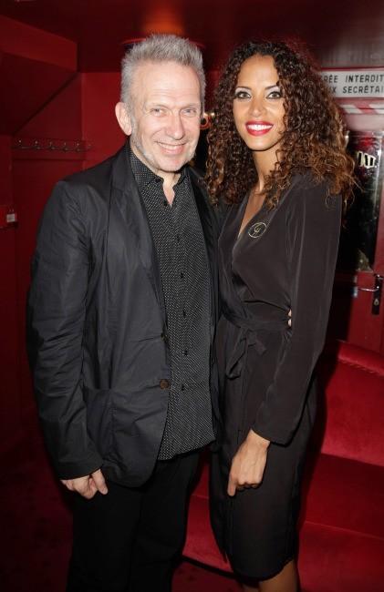 Noémie Lenoir backstage avec Jean-Paul Gautier