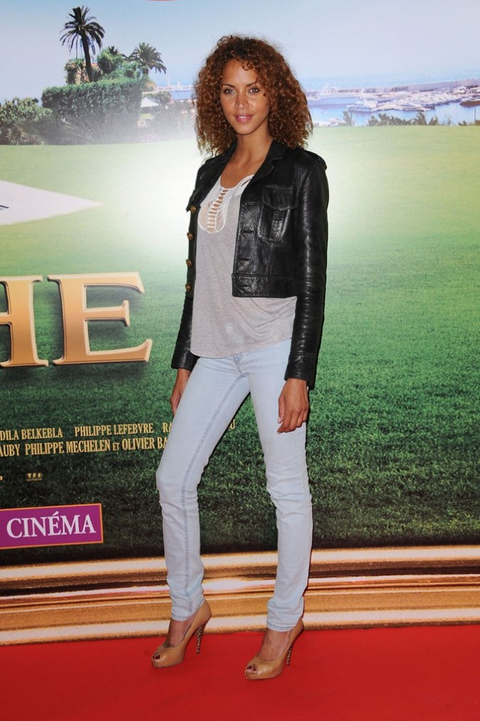 Noemie Lenoir en mode casual chic...