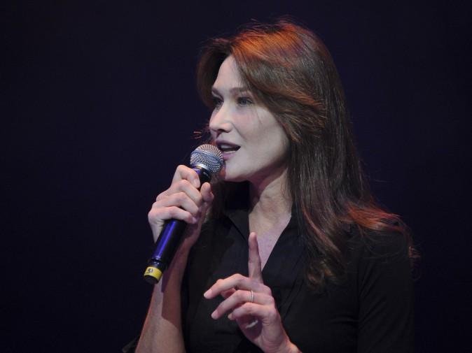 Carla Bruni lors du gala de la Fondation pour la recherche sur Alzheimer au Cirque d'Hiver à Paris, le 25 septembre 2013.