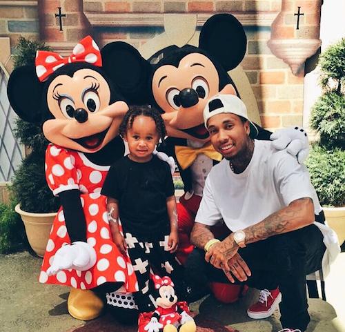Tyga et son fils à l'anniversaire de North West à Disney, le 15 juin 2015