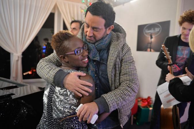 Julie et Cyril Hanouna pendant l'enregistrement de la Nouvelle Star spécial Noël à Issy les Moulineaux le 16 décembre 2013