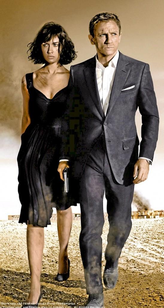 """Dans """"Quantum of Solace"""", en 2008, Olga Kurylenko ne tarde pas à charmer l'agent 007 !"""