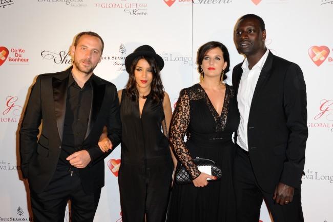Fred Testot, Leïla Bekhti, Omar Sy et sa femme Hélène lors du Global Gift Gala à Paris, le 28 mai 2012.