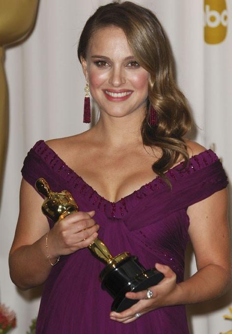 Le décolleté généreux de la future maman Natalie Portman