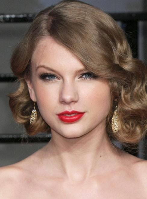 Taylor et son visage de petite poupée en porcelaine !