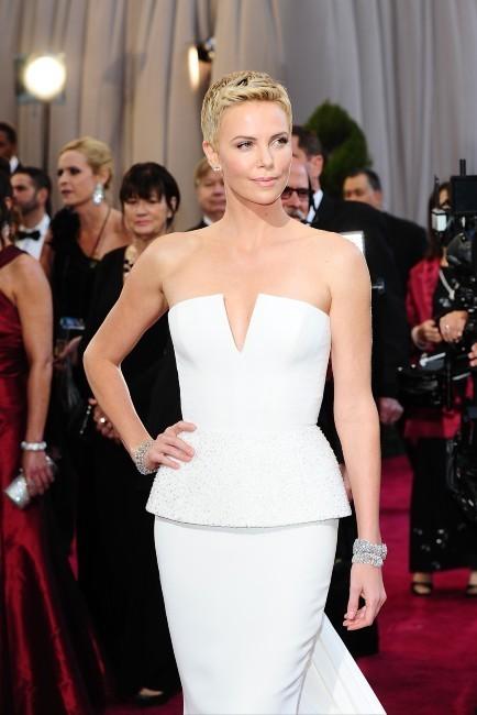Charlize Theron lors de la 85e cérémonie des Oscars à Los Angeles, le 24 février 2013.