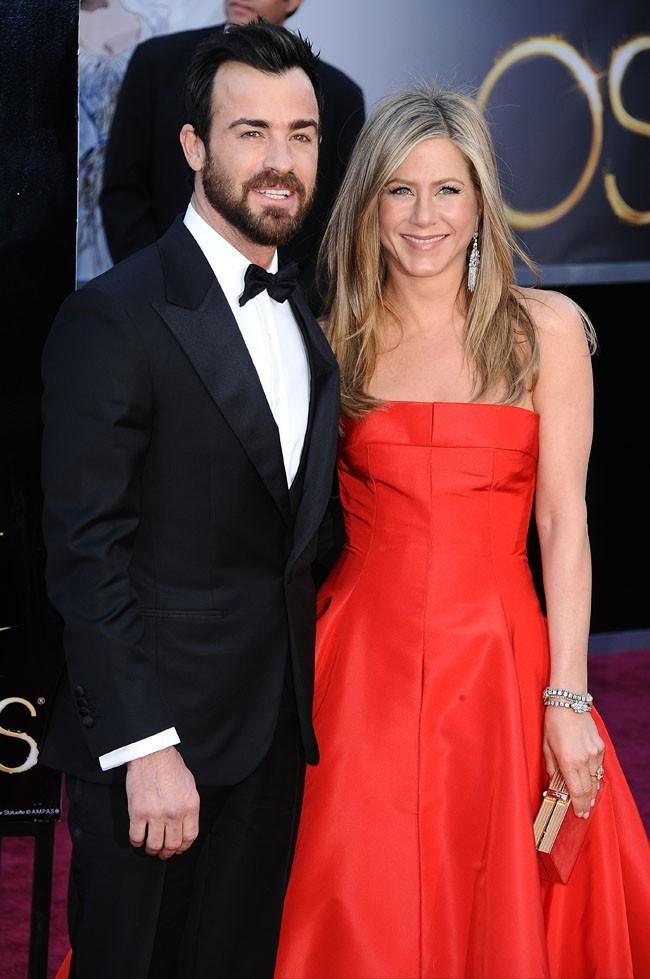 Justin Theroux et Jennifer Aniston sur le tapis rouge des Oscars à Los Angeles le 24 février 2013