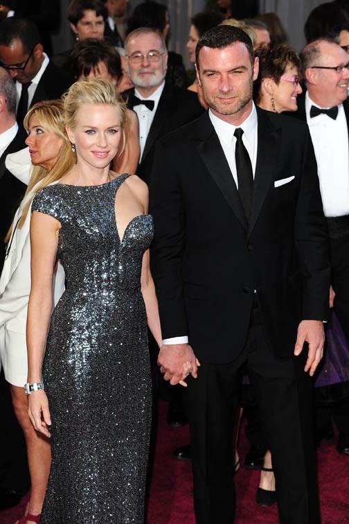 Naomi Watts et Liev Schreiber sur le tapis rouge des Oscars à Los Angeles le 24 février 2013
