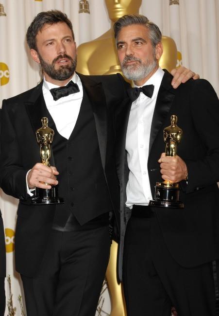 Ben Affleck et George Clooney lors de la 85e cérémonie des Oscars à Los Angeles, le 24 février 2013.