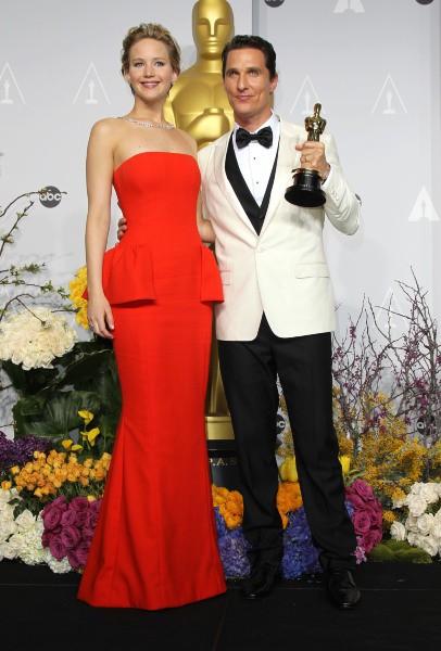 Jennifer Lawrence et Matthew McConaughey lors de la 86e cérémonie des Oscars à Hollywood, le 2 mars 2014.