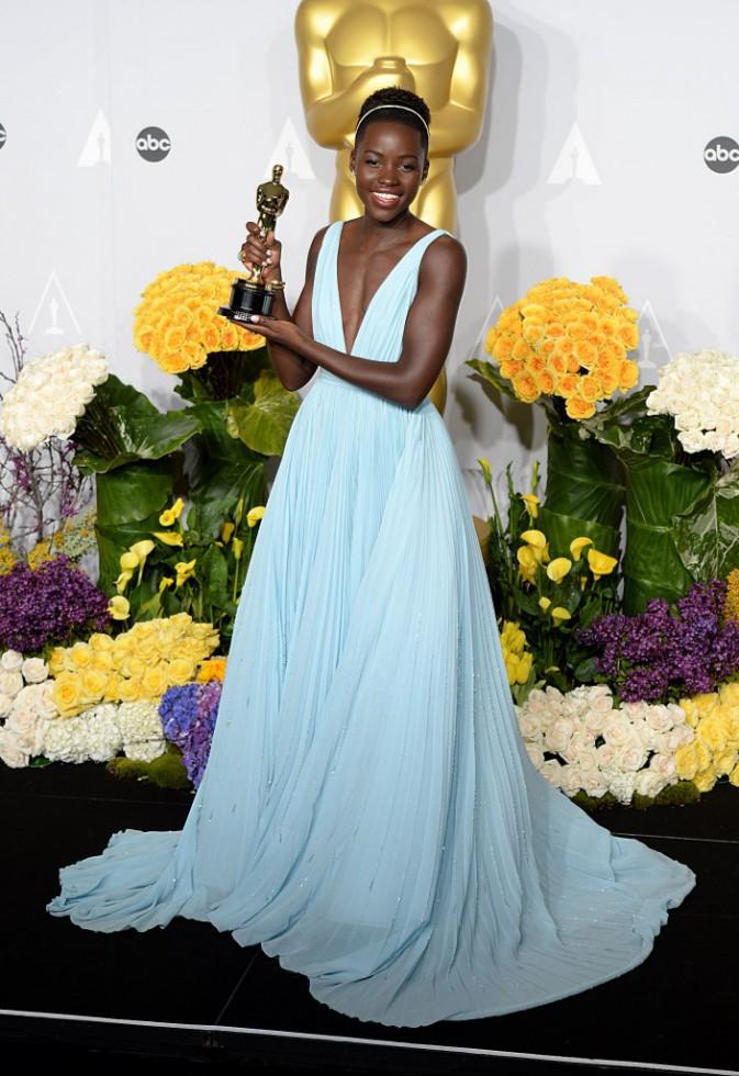 Lupita Nyong'o lors de la 86e cérémonie des Oscars à Hollywood, le 2 mars 2014.