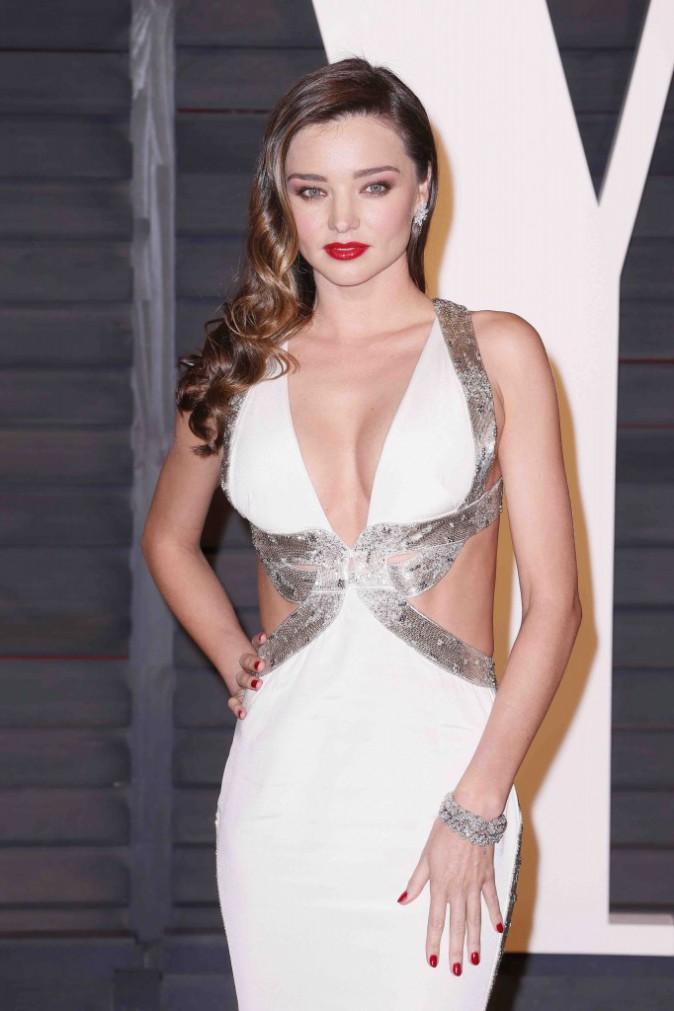 Oscars 2015 : Kate Upton, Mirand Kerr, Karlie Kloss : les tops ont transformé le tapis rouge en podium de défilé à la soirée Vanity Fair !