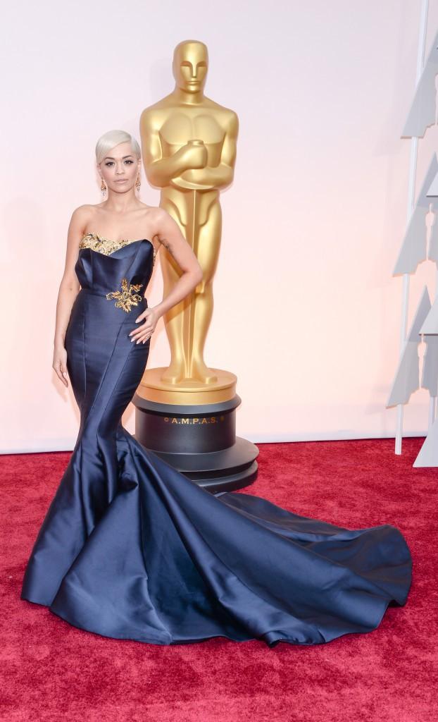 Photos : Oscars 2015 : Rita Ora : sublime en Marchesa sur red carpet, elle fait le show en Vera Wang !