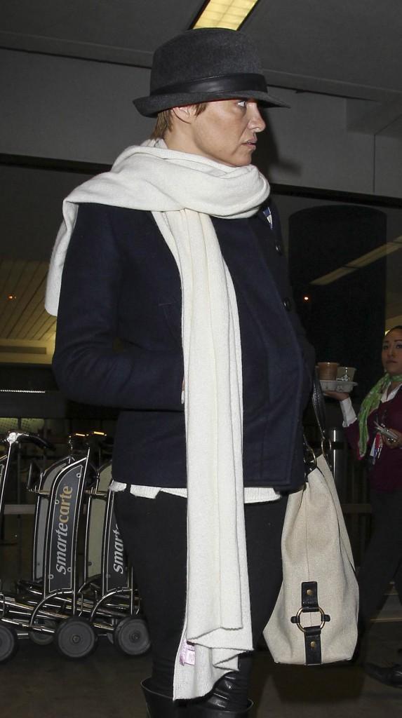 Pamela Anderson : que caches-tu sous ton grand chapeau ?